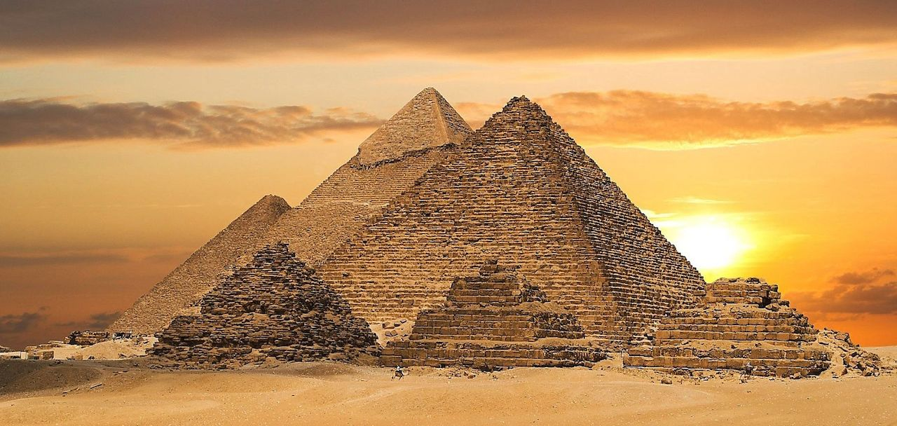 home-james-global-real-estate-egypt-pyramids-sunset